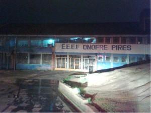 Incêndio atingiu a Escola Estadual Onofre Pires, em Porto Alegre (Foto: Edmilson Antunes/RBS TV)