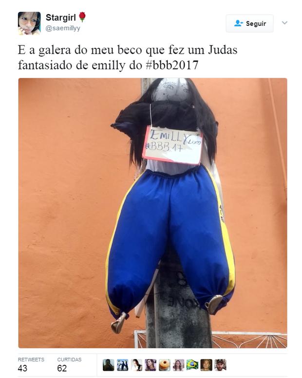 Emilly vira boneco Judas no Sábado de Aleluia (Foto: Reprodução/Twitter)