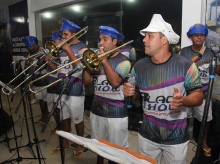 Festa animou foliões na Rua 13 de Maio (Foto: Rofolfo Lins)