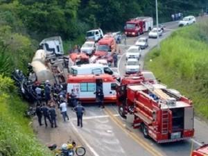 Uma pessoa morreu no acidente na tarde desta segunda (12). (Foto: Jorge Mesquita/imprensa livre)