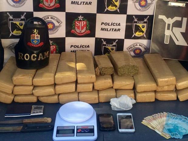 Droga estava em uma casa do Solo Sagrado (Foto: Divulgação/Polícia Militar)