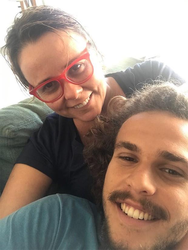 Giulia Gam e o filho Theo (Foto: Reprodução/ Instagram)
