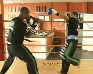 Atletas de Volta Redonda treinam para o Sul Americano de kickboxing (Foto: Reprodução RJTV 1ª Edição)