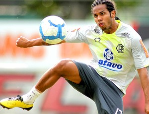 Fernando, volante treino Flamengo (Foto: Vipcomm)