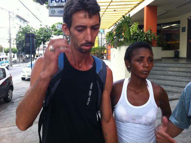 Os pais da menina Adrielly deixam a 23ª DP após prestarem depoimento (Foto: Janaína Carvalho/G1)
