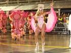 Cadê os tanquinhos? Famosas usam fantasias que escondem a barriga em desfiles no Rio e São Paulo