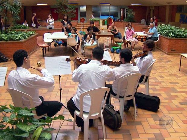 Músicas alegram ambiente em Hospital de Campinas (Foto: Reprodução/EPTV)
