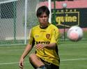 Renan Teixeira supera Fábio Bahia e será titular no meio-campo do Sport