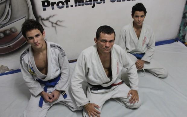 Marcelo e Danilo Moreira treinam com o pai para o Mundial de Jiu Jitsu (Foto: Emanuele Madeira/GLOBOESPORTE.COM)