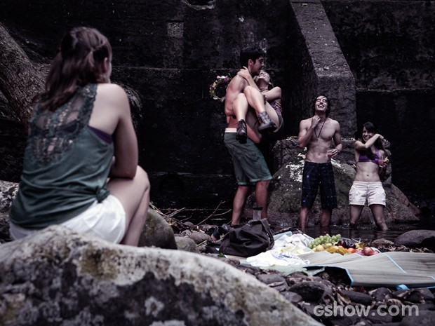 Marlon e Lili se divertem durante piquenique (Foto: Pedro Curi/TV Globo)