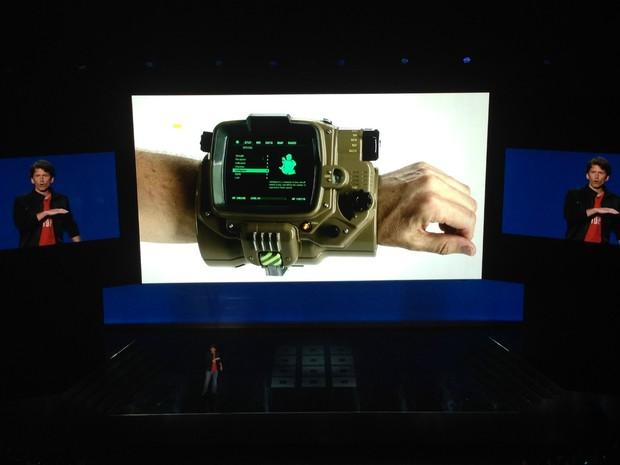 Edição de colecionador de 'Fallout 4' virá com réplica do pip-boy, o computador de braço do universo do game (Foto: Bruno Araujo/G1)