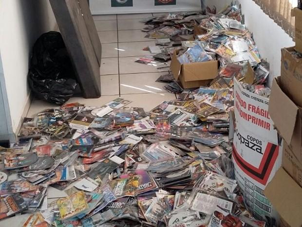 Caixas com 14,5 mil CD's e DVD's piratas serão destruídas (Foto: Divulgação/ PM Tatuí)