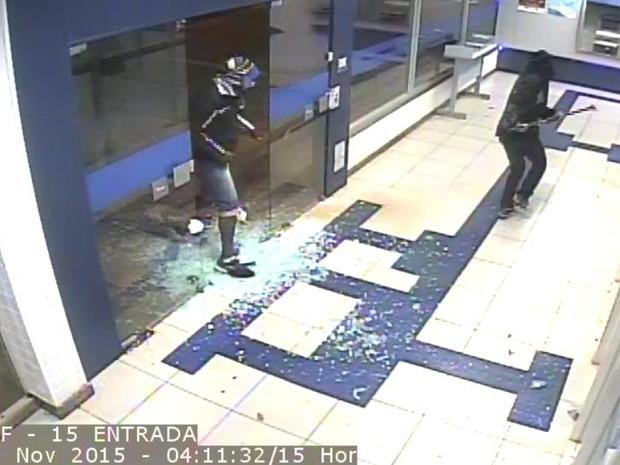 Caixa Econômica Federal Canápolis  (Foto: Divulgação/Polícia Militar)