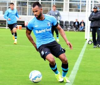 Fernandinho em treino do Grêmio (Foto: Eduardo Moura)
