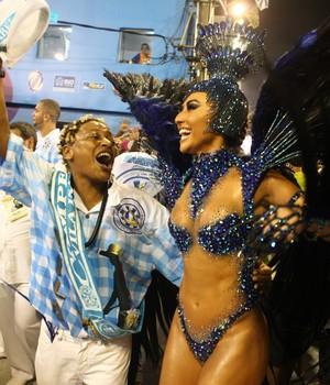 Vila Isabel comemora título no Desfile das Campeãs no Rio (Rodrigo Gorosito/G1)