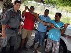 Moradores acham cobra de 2 metros em rua da cidade de Esplanada, na BA