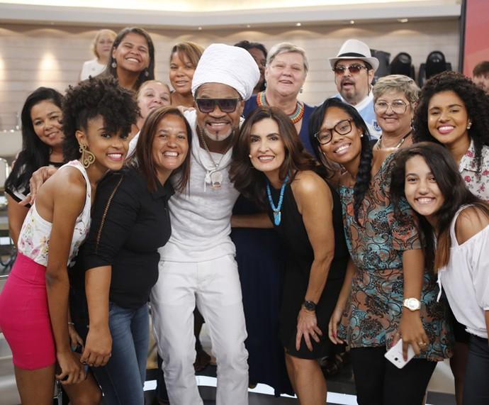 Fátima e Carlinhos Brown com a plateia do programa  (Foto: Fabiano Battaglin/Gshow)