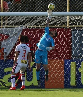 Vitória x São Paulo Denis (Foto: Rubens Chiri / saopaulofc.net)