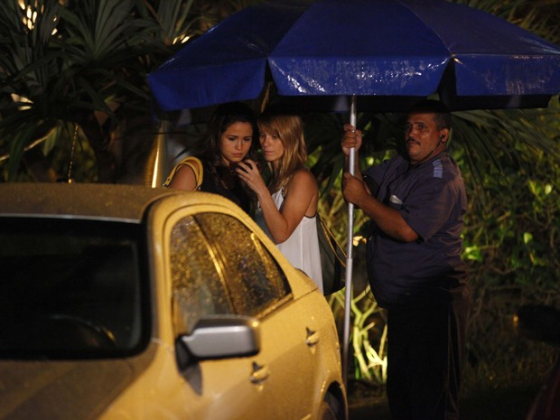 Atrizes viram o capítulo de Salve Jorge durante gravação esta noite (Foto: Salve Jorge/TV Globo)