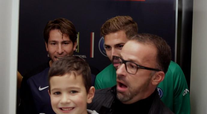 BLOG: Surpresa! Fãs do PSG têm foto invadida por jogadores em ação de marketing