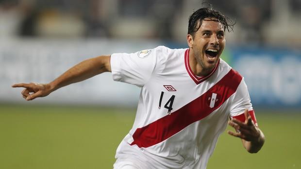 Claudio Pizzarro, Peru 1 x 0 Equador - AP (Foto: AP)