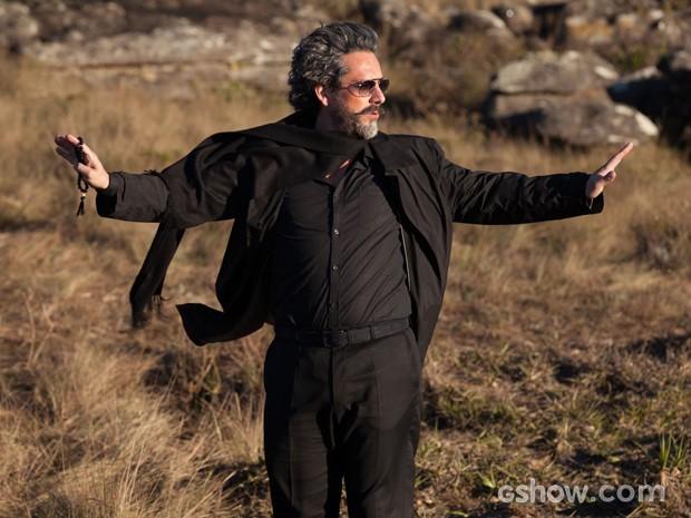 Alexandre Nero chama atenção pelo figurino todo preto de José Alfredo (Foto: Pedro Curi)