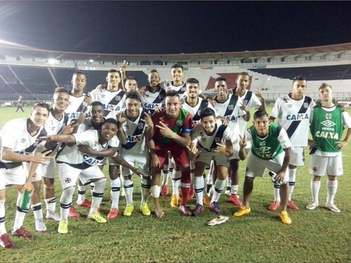 Garotos do Vasco comemoram a vitória sobre o Santos no Sub-20 (Foto: Reprodução/ Instagram)