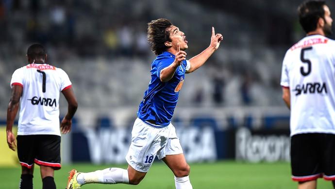 Marcelo Moreno comemora gol do Cruzeiro contra o Santa Rita (Foto: Pedro Vilela / Agência Estado)
