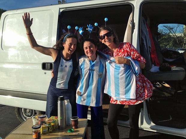 Mariana Montaldo, Sofía Walsh e Mariana Espil disseram que são bem tratadas pelos brasileiros (Foto: Ana Carolina Moreno/G1)