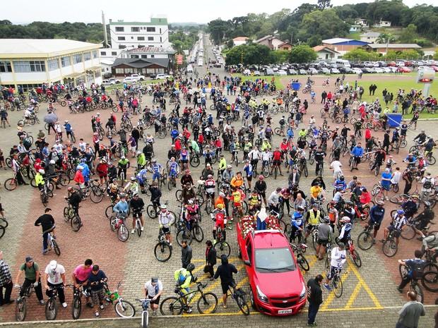 Milhares de ciclistas se dirigiram ao Santuário de Caravaggio, em Farroupilha (Foto: Margô Segat/Divulgação)