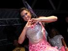 Gracyanne Barbosa samba muito em sua coroação como madrinha de bateria da Unidos do Jacarezinho