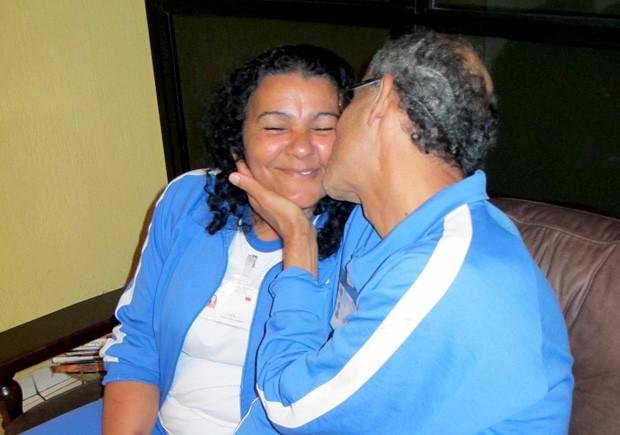 Deficientes visuais Eronilda Mendes e Luís Carlos Santos afirmam que estão revivendo emoções da adolescência (Foto: Anna Gabriela Ribeiro/G1)