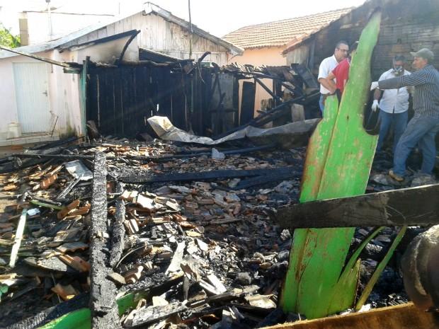 A causa do incêndio ainda não foi identificada. (Foto: Divulgação/Rádio Regional Taquarituba)
