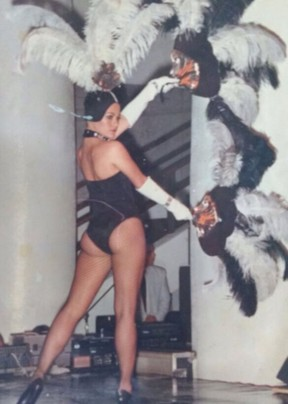 Cynthia Isensee quando era vedete (Foto: Arquivo pessoal)