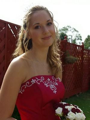 Stephanie Knight descobriu o raro tumor pélvico quando tinha 17 anos (Foto: SWNS)