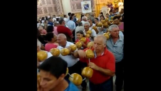 Devotos de São José fazem terço de 120 kg para festa em Salesópolis