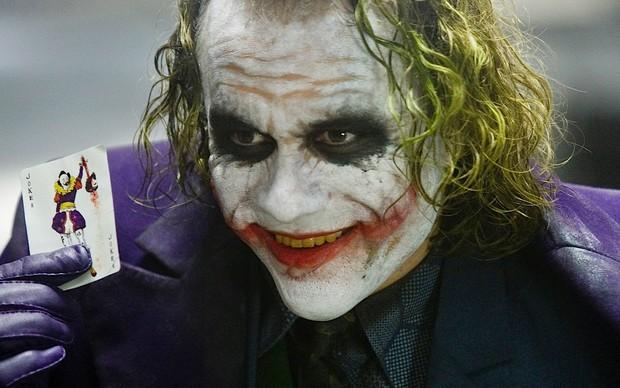 Heath Ledger em cena como o Coringa (Foto: Reprodução)
