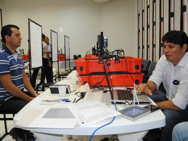Recadastramento biométrico (Foto: Renata Brasileiro/TRE)