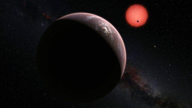 Ilustração da estrela anã TRAPPIST-1 vista perto de um dos seus planetas (Foto: ESOM. Kornmesser )