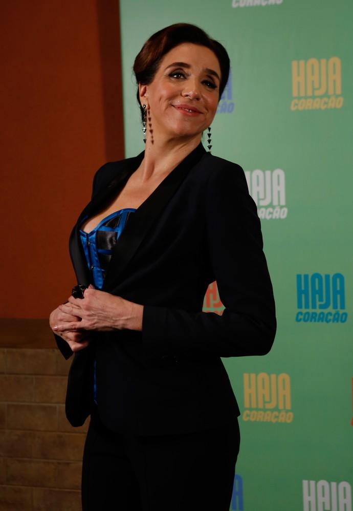 Marisa Orth quebrou o preto com uma blusa azul (Foto: Ellen Soares / Gshow)