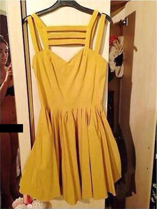 fc185106e Mulher aparece sem calcinha ao tirar foto para anúncio de vestido (Foto   Reprodução)