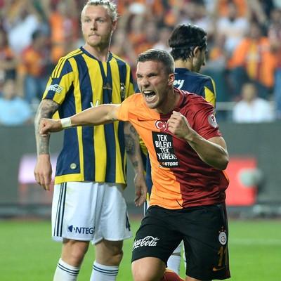 Podolski Galatasaray Fenerbahçe (Foto: Reprodução / Facebook)