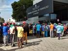 Trabalhadores de usina fazem protesto em frente ao TRT, em Maceió