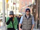 Blake Lively e Ryan Reynolds passeiam de mãos dadas em NY