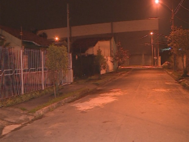 Rua onde vive a família em Canoas, na Regiãom Metropolitana de Porto Alegre (Foto: RBSTV/Reprodução)