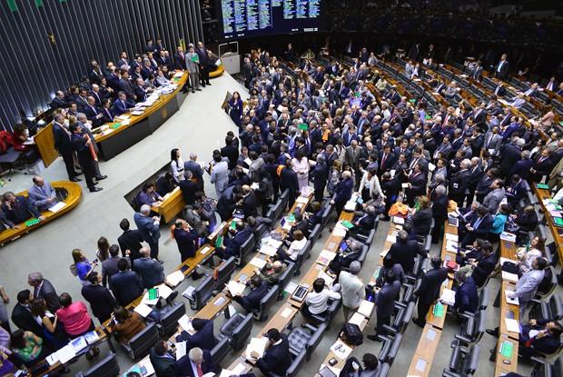 Deputados e senadores durante a sessão que derrubou os vetos à Lei dos Royalties e começou a votar o Orçamento, na última quinta (7) (Foto: Nilson Bastian/Câmara dos Deputados)