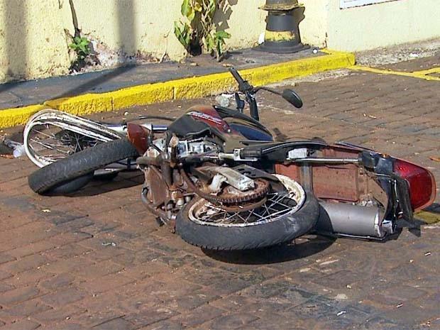 Jovem jogou veículo contra motocicleta com dupla que passou atirando em Ribeirão Preto (Foto: Reprodução/EPTV)