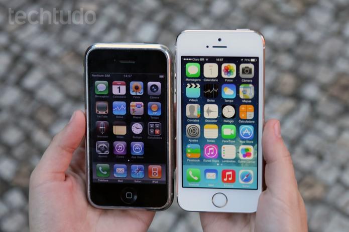 Primeiro iPhone e iPhone 5S lado a lado (Foto: Anna Kellen Bull/TechTudo)