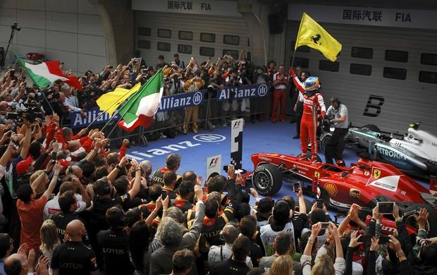 [ESPORTES] Impecável, Alonso leva GP da China com tranquilidade; Massa fica em 6º Fernandoalonso3_reu