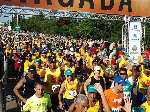 Largada da Corrida de Reis em Cuiabá (Foto: Kelly Martins/Globoesporte.com)